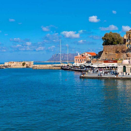 http://louladakis-apts.gr/wp-content/uploads/2016/03/louladakis_venetian_harbor_3-540x540.jpg