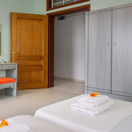 http://louladakis-apts.gr/wp-content/uploads/2017/04/louladakis_apartments_explore_chania-540x540.jpg