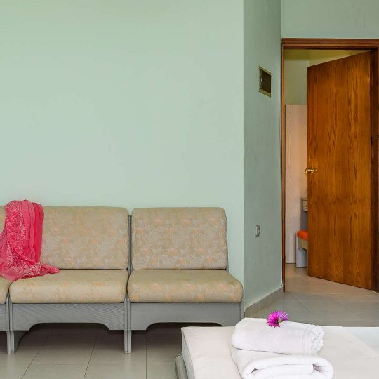 http://louladakis-apts.gr/wp-content/uploads/2017/04/louladakis_apts_large_apartment14-540x540.jpg