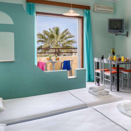 http://louladakis-apts.gr/wp-content/uploads/2017/04/louladakis_apts_large_apartment2-540x540.jpg