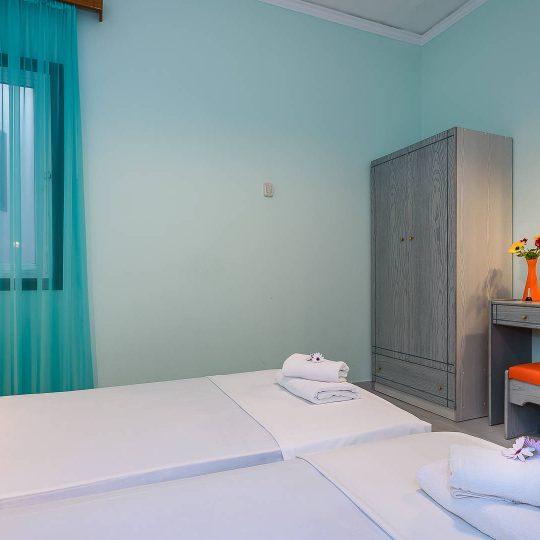 http://louladakis-apts.gr/wp-content/uploads/2017/04/louladakis_apts_large_apartment4-540x540.jpg