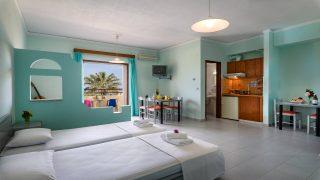 http://louladakis-apts.gr/wp-content/uploads/2017/04/louladakis_apts_large_apartment_with_sofa-320x180.jpg
