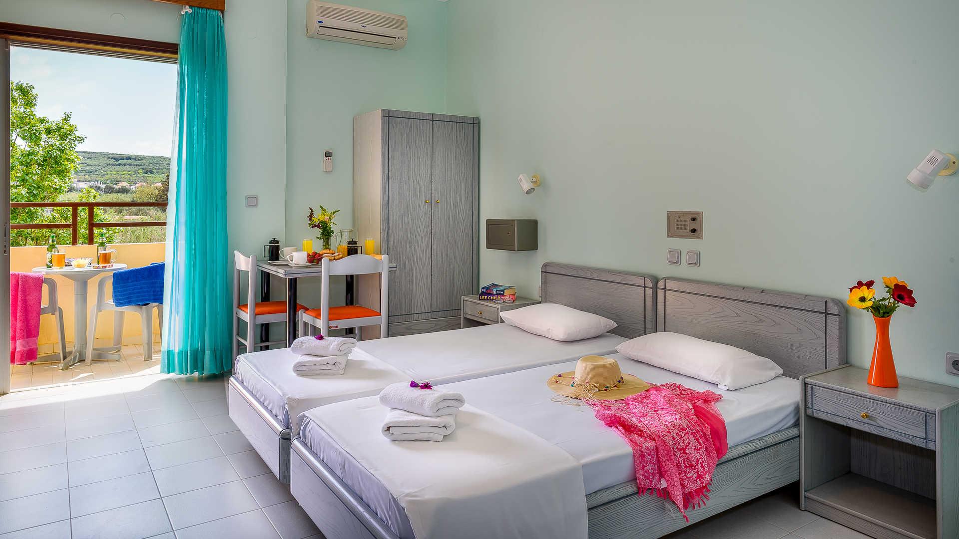 http://louladakis-apts.gr/wp-content/uploads/2017/04/louladakis_apts_vacations_chania.jpg