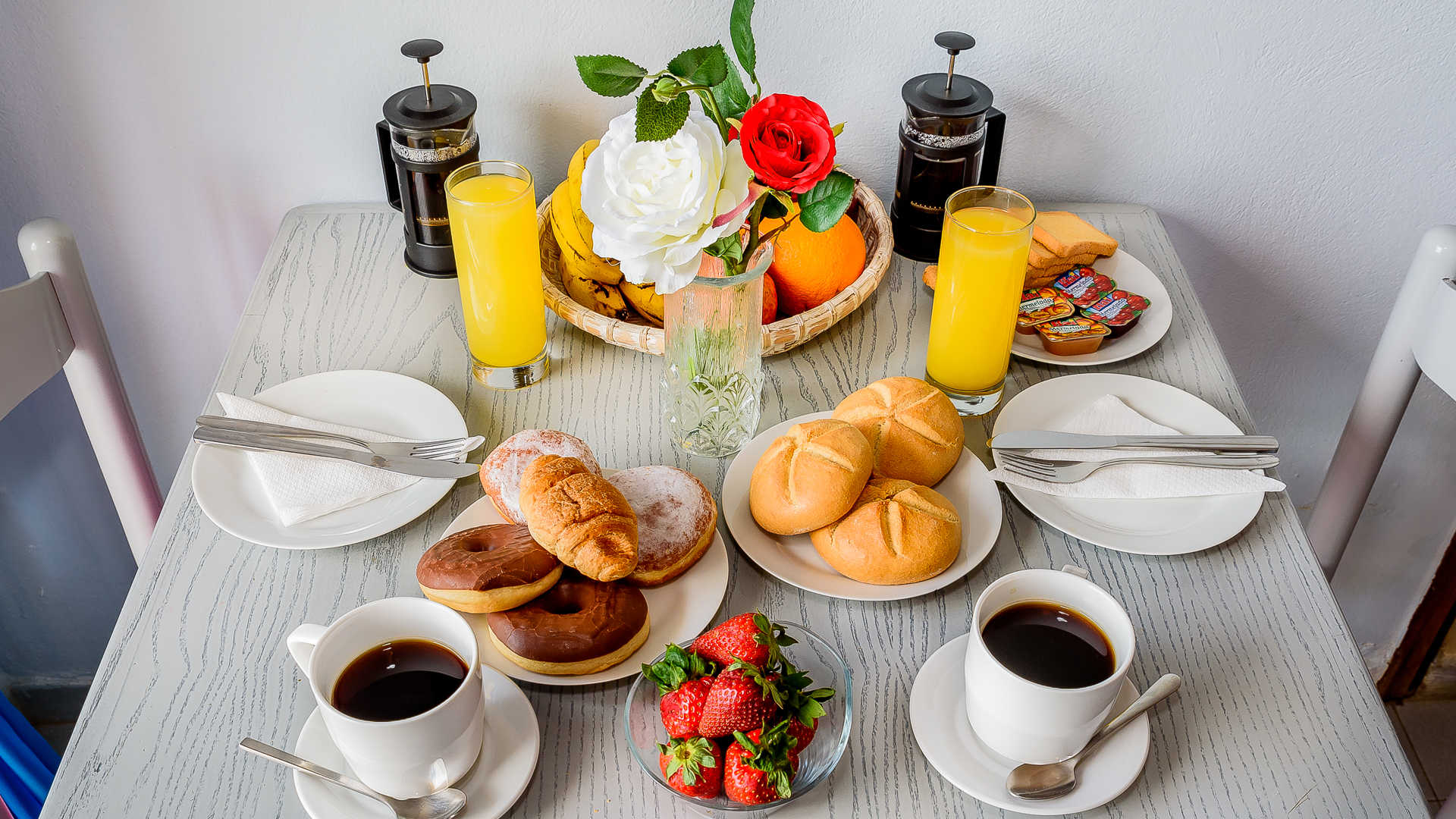 http://louladakis-apts.gr/wp-content/uploads/2017/04/louladakis_breakfast.jpg
